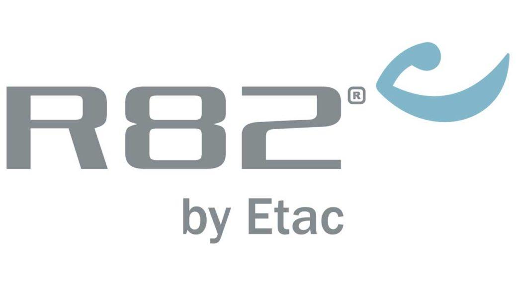 R82 AS logo med tagline